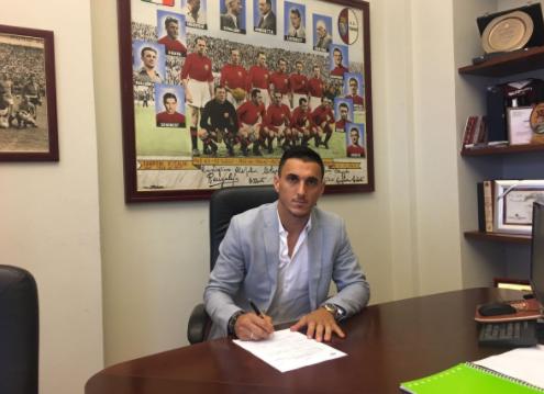 Multicampeão, Burdisso assina por um ano com o Toro (Foto: Divulgação/Torino F.C)