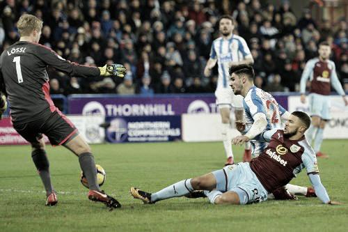 Burnley no puede anotar ante el arquero del Huddersfield. Foto: Sitio oficial Premier League