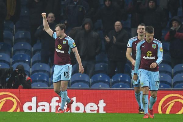 Barnes celebra el gol y la victoria de su equipo. Foto: Getty Images