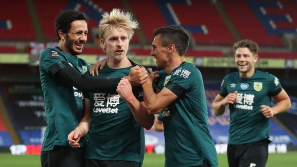 Jugadores del Burnley celebrando el gol del triunfo