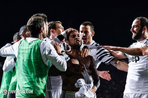 L'esultanza di Dani Alves dopo il gol segnato all'Atalanta nell'ultima gara di campionato. Foto: Twitter