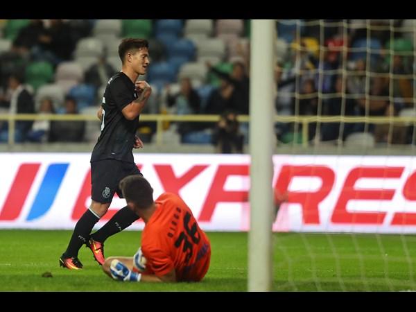 Otávio fez o primeiro golo do encontro através de um lance individual | Foto: Site Oficial FC Porto