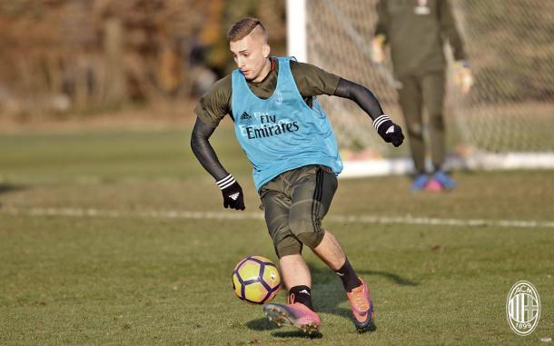 Gerard Deulofeu si allena già con il Milan. Fonte foto: acmilan.com