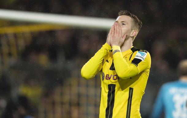 La delusione di Reus dopo l'errore a tu per tu con Gulacsi. | Fonte immagine: Twitter @BVB