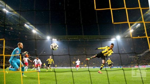 Il gol di Aubameyang. | Fonte immagine: Twitter @bundesliga