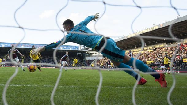 Heaton non ha potuto nulla sui gol di Deeney e Niang. Fonte: www.twitter.com/watfordfc