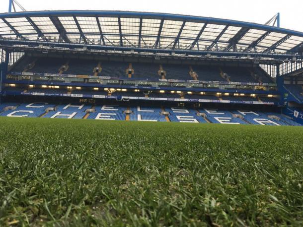 Stamford Bridge visto dal basso.   Fonte: twitter.com/CesarAzpi