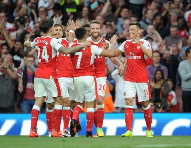 Festeggiamenti in casa Arsenal dopo un gol segnato.   Fonte: twitter.com/arsenal