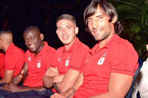 De derecha a izquierda: Borja, Silva y Farías, en la presentación del primer equipo | Foto: América de Cali
