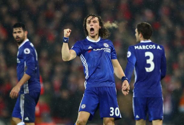 David Luiz esulta dopo il gol al Liverpool.   Fonte: twitter.com/ChelseaFC