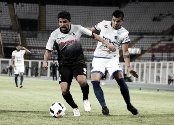 Reimond Manco fue una de las apuestas del club para la Libertadores 2017 pero terminó yéndose del club a mitad de torneo / Foto: Prenza Zamora