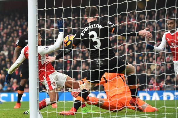 Clara mano de Alexis en el gol. Foto: Getty.