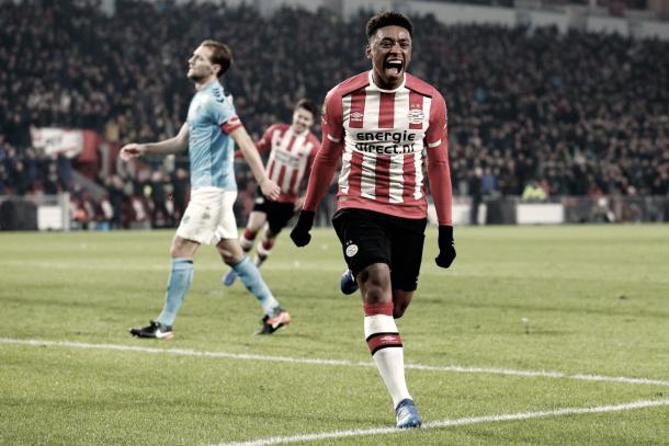 Foto: @StevenBergwijn / Bergwijn celebrando su gol ante Utrecht