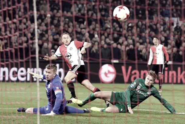 Foto: @Feyenoord / Toornstra en uno de sus dos goles
