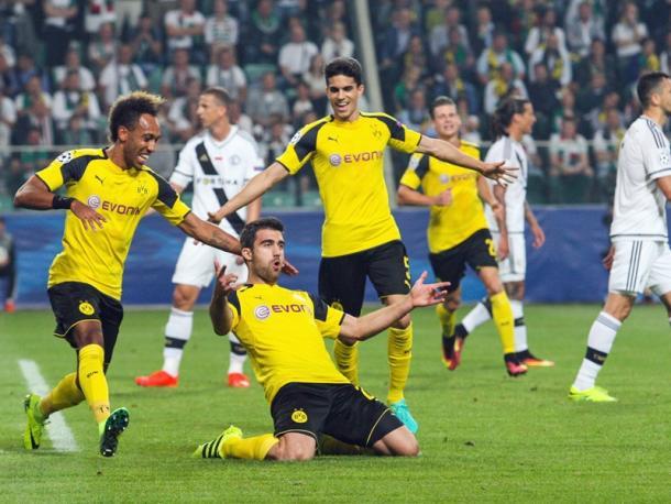 Sokratis celebrated the second goal. | Photo: Kicker/Imago