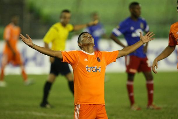 Aguilar puso por delante a los suyos en el inicio del segundo tiempo / www.deportivolaguaira.com.ve