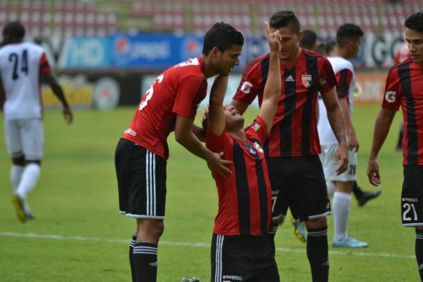 Celebración de Manzano tras anotarle a su ex equipo / FOTO: Deportivo Lara