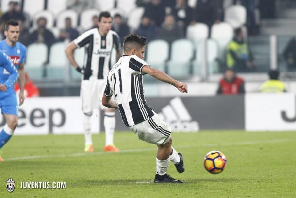 Dybala antes de golpear el esférico | Foto: Juventus