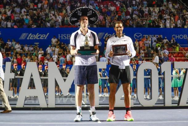 Sam Querrey and Rafael Nadal posed with the trophies after the final in Acapulco. (Photo: Abierto Mexicano de Tenis)
