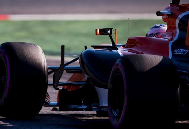 Fernando Alonso durante los test   Fuente: @MclarenF1