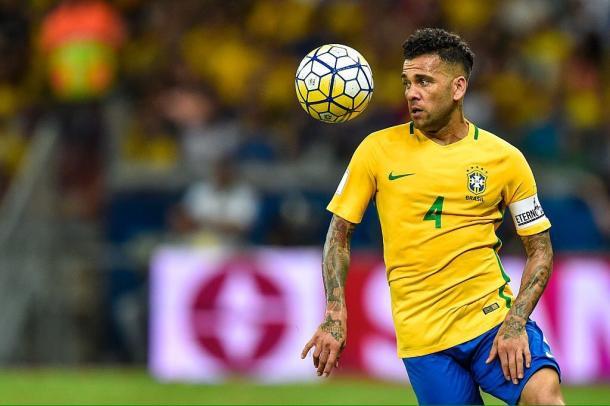 Dani Alves con la maglia della Nazionale brasiliana. Foto: Twitter