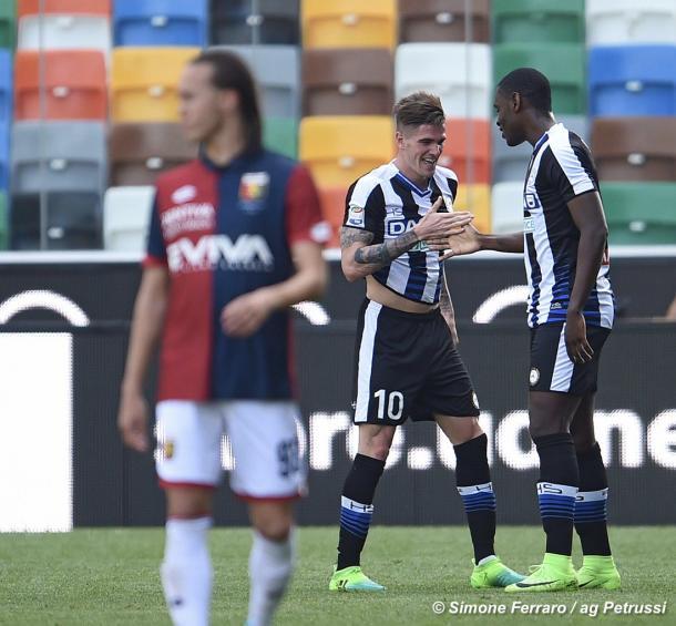 De Paul festeggia con l'amico Zapata. Fonte: www.facebook.com/UdineseCalcio1896