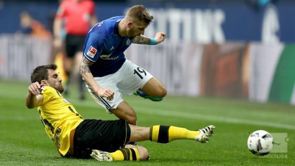 Borussia Dortmund, campagna su Twitter di Bartra per trovare una tifosa