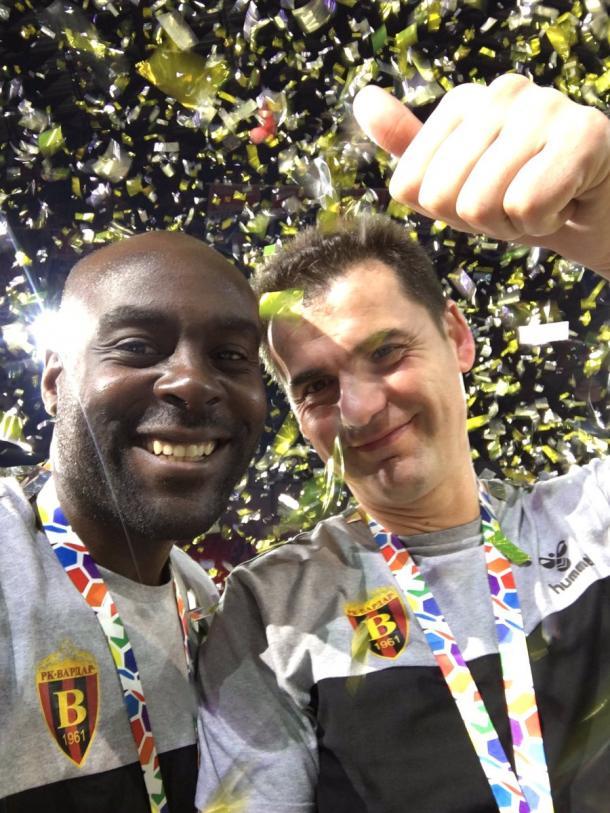 Los dos técnicos del Vardar tras ganar la Liga SEHA. Foto: David Davis Twitter.
