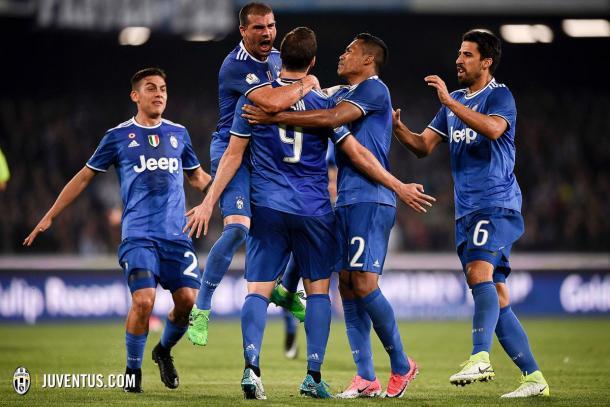 La squadra esulta dopo il goal di Higuain | Source: profilo Twitter Juventus