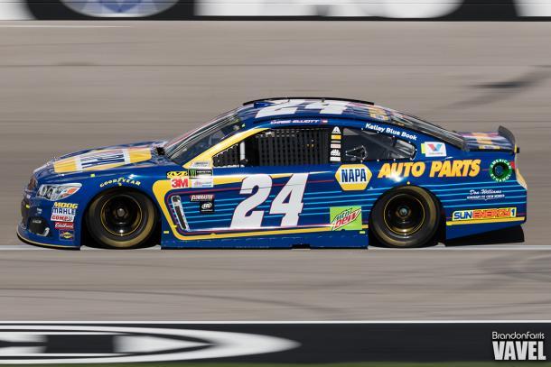 Chase Elliott races at Las Vegas.