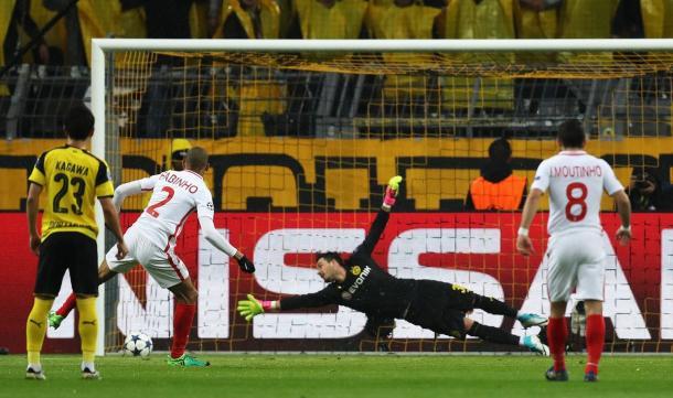 Il penalty tirato a lato da Fabinho | Foto: @championsleague