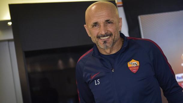 Un sorridente Luciano Spalletti prima della conferenza stampa. | Fonte: twitter.com/OfficialASRoma