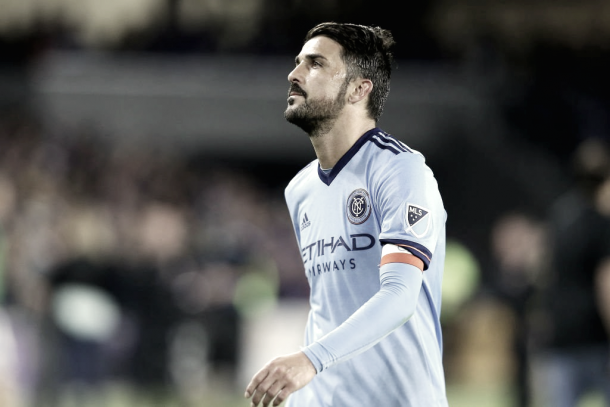 David Villa appears frustrated after failing to score in the first half. | Photo: Squawka