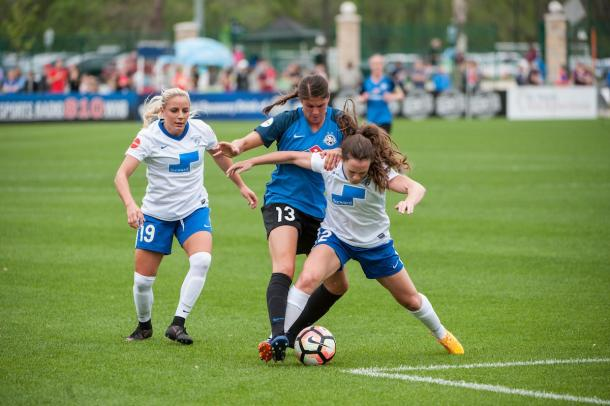 Brittany Taylor dealt with the threats of Adrianna Leon and Allysha Chapman well | Source: bostonbreakerssoccer.com