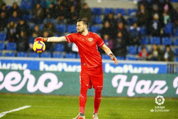 Dimitrievski con el balón en las manos | Fotografía: La Liga