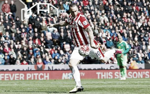 Arnautovic's fierce left footed shot put Stoke into the lead. | Photo: Carl Recine/AI