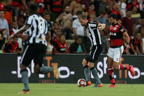 Carli teve uma ótima atuação contra o Flamengo ( Reprodução/Vitor Silva/SSPress/Botafogo)