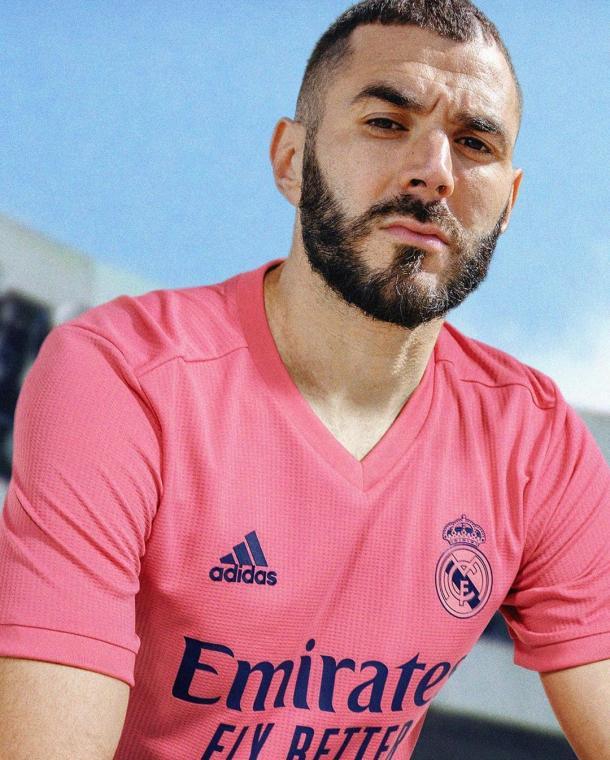 Karim Benzema presenta la segunda equipación | Fuente: @realmadrid (Instagram)
