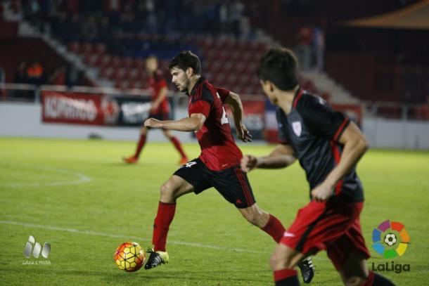 Néstor Salinas es una pieza muy importante para el Mirandés esta temporada. (Foto: LFP)