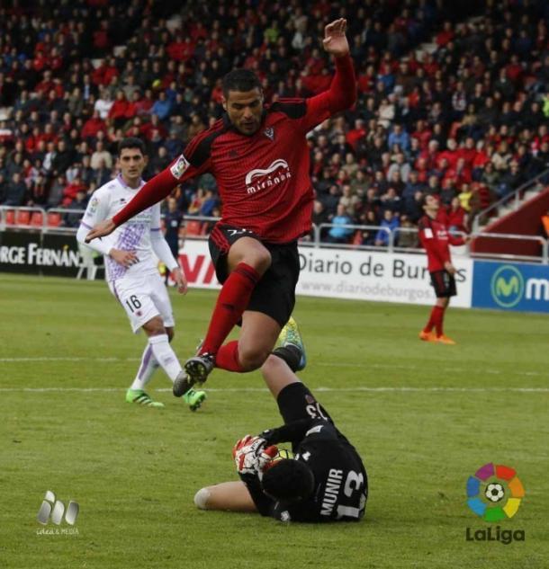 Aridane ha dispuesto de varias ocasiones de gol, ante un acertado Munir. (Foto: LFP)