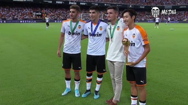 Ferran Torres, Carlos Soler, Hugo Guillamón y Kang In homenajeados en Mestalla. | Foto: Valencia CF