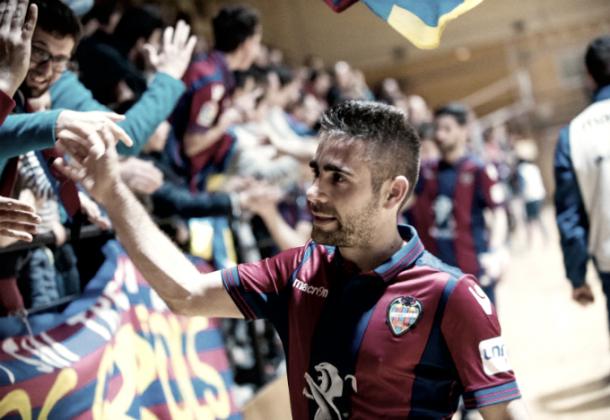 Cecilio Morales saludando a la afición I Foto: LNFS