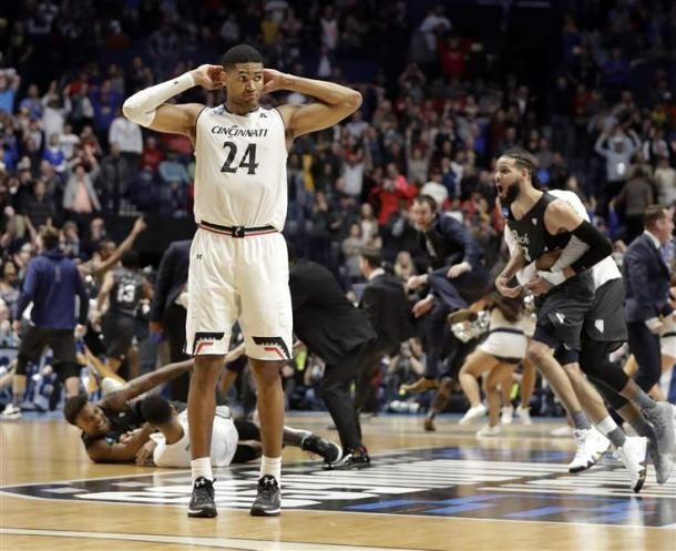 Cincinnati forward #24, Kyle Washington, left in shock after blowing a 22-point lead. Photo: AP Photo/Mark Humphrey