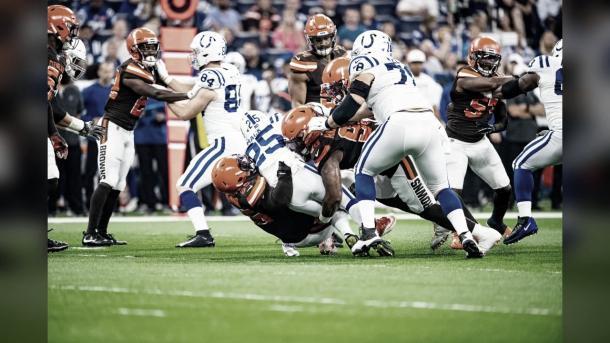 Browns y Colts más infracciones que puntos. Foto: clevelandbrowns.com