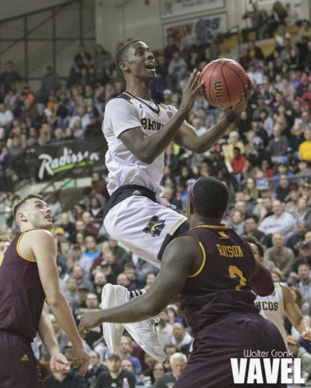 Thomas Wilder (10) gets above Central Michigan's defense for the two point shot. Photo: Walter Cronk