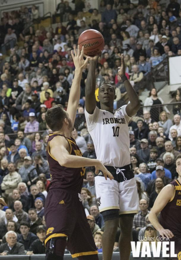 Thomas Wilder (10) gets the shot off before the Central Michigan defense can get to him. Photo: Walter Cronk