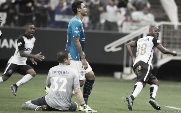 Gol de Vagner Love no empate em 1 a 1 do Avaí na Arena decretou rebaixamento do Avaí (Foto: Agência Corinthians)