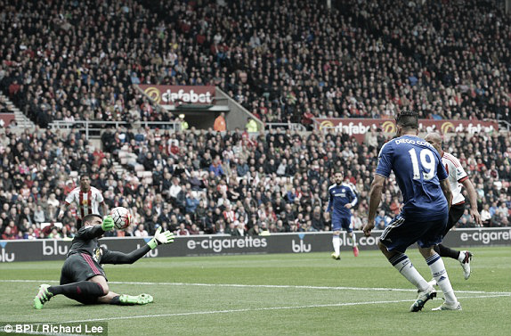 Diego Costa scores the opening goal in Chelsea's 3-2 defeat to Sunderland | Photo: BPI / Richard Lee