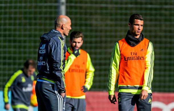 Zinedine Zidane e Cristiano Ronaldo, foot01.com