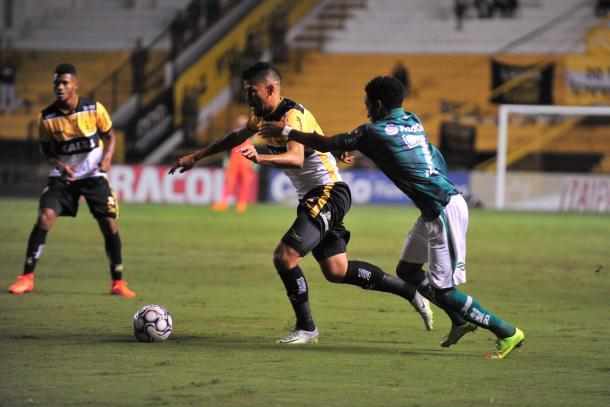 Equipes falham na pontaria e ficam na igualdade sem gols no Heriberto Hülse (Foto: Caio Marcelo/www.criciuma.com.br)